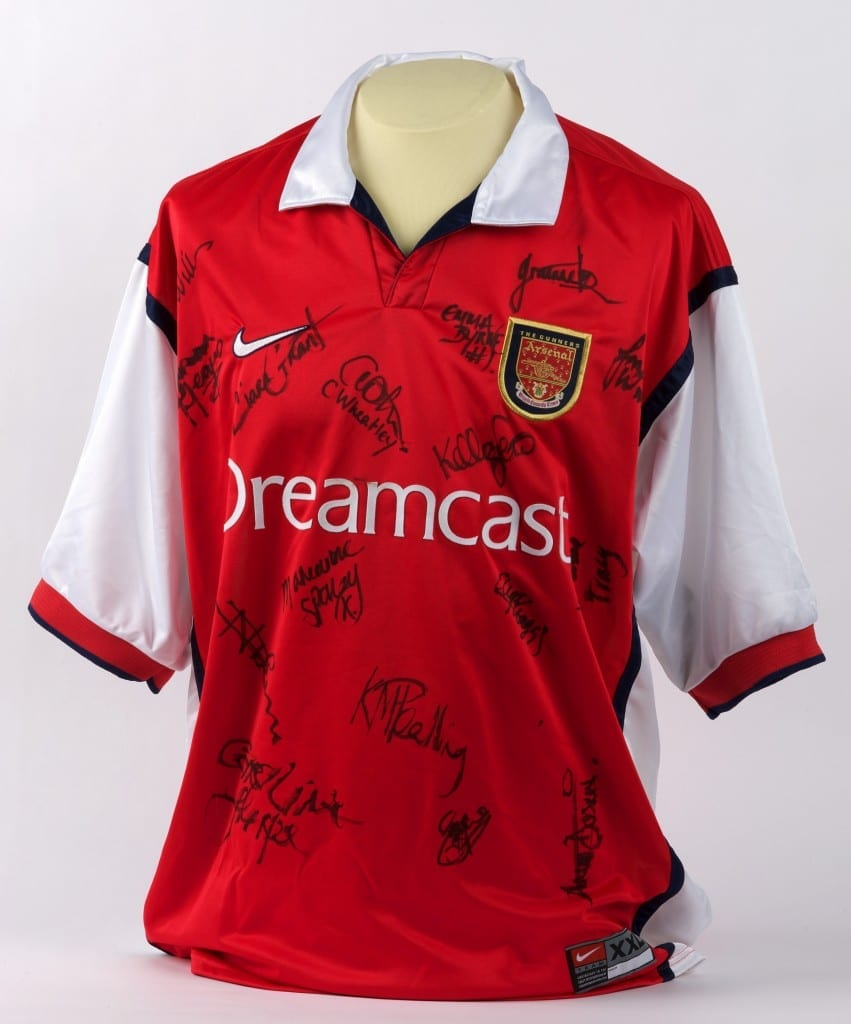 Arsenal women's shirt, signed by the team. Shirt sponsors Sega Dreamcast were the last games company to feature female teams in a game, until re-introduced in FIFA 16