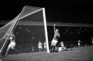 Sport football: League Cup semi-final 2nd leg. Manchester Utd v. Manchester City. Action from the match. Denis Law celebrates. December 1969. Pic courtesy of Mirrorpix.