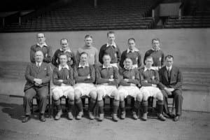 Herbert Chapman (bottom row left) sits alongside his 1932 Arsenal team. Pic by Mirrorpix.
