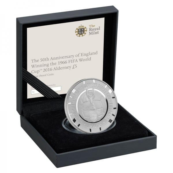 The-England-World-Cup-2016-Silver-Proof-Coin-case-right-WEB