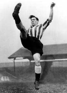 Len Shackleton, seen here in action for Newcastle United in 1946. Pic via Mirrorpix.
