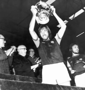 Billy Bonds West Ham captain lifts the FA Cup, 1975, pic via Mirrorpix.