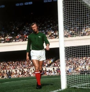 Arsenal goalkeeper Bob Wilson in action at Highbury, September 1973. Pic via Mirrorpix.