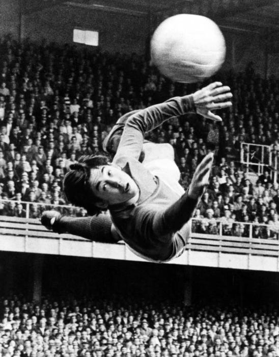 Gordon Banks makes a spectacular save for Stoke City. Image courtesy Mirrorpix.