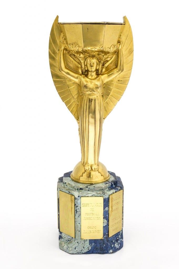 Jules Rimet World Cup Trophy, 1966 - National Football Museum | 681 x 1024 jpeg 86kB
