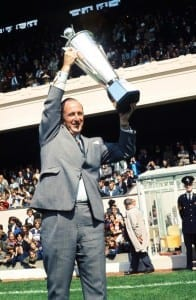 English League Division One match at Highbury.  Arsenal 3 v Chelsea 0. Arsenal manager Bertie Mee holds aloft the Manager of the Year Award before kick off. 14th August 1971. Pic courtesy of Mirrorpix