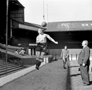 Blackpool Football Club. Stan Mortensen heading the ball during training .  August 1952. Pic via Mirrorpix.