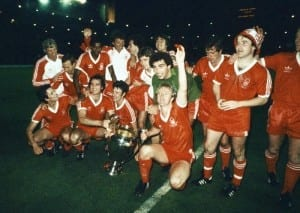 1980 European Cup Final at the Santiagio Bernabeu Stadium in Madrid. Nottingham Forest 1 v SV Hamburg 0. The Forest team celebrate with the trophy after the match. 28th May 1980. Pic via Mirrorpix.
