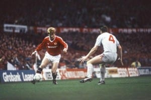 Manchester United's Gordon Strachan with the ball. Manchester United 1-1 Liverpool, League match at Old Trafford, Sunday 15th November 1987. Pic via Mirrorpix.