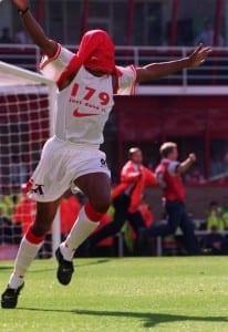 Ian Wright celebrates Arsenal goal record at Highbury against Bolton with goal 179, September 1997. Pic via Mirrorpix.