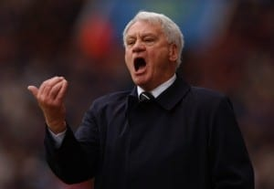 Sir Bobby Robson stands on the touchline at St James' Park. Pic via Mirrorpix.
